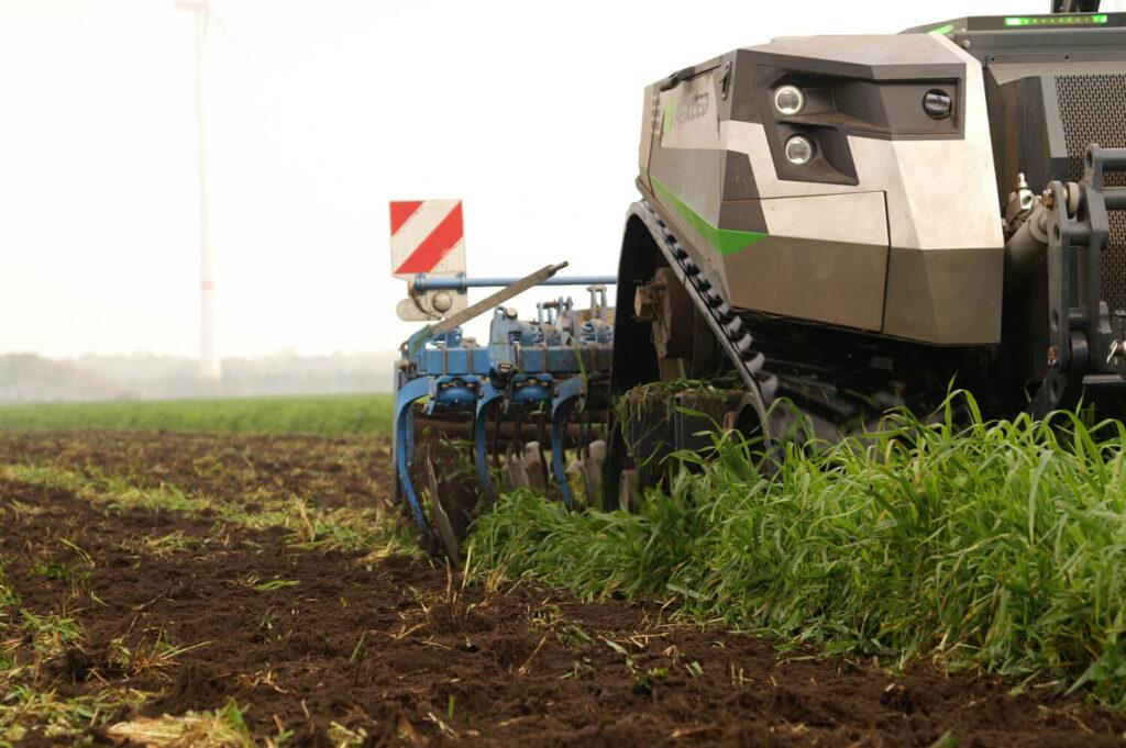 Автономний робот AgXeed AgBot дебютував у Великобританії